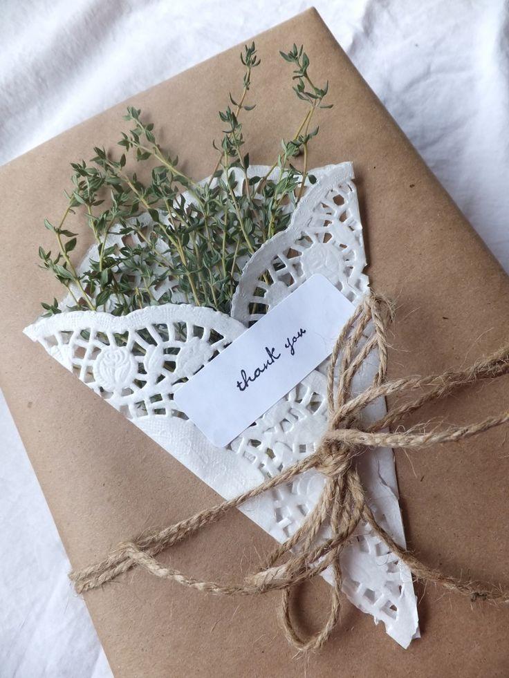 упаковка подарка с букетом