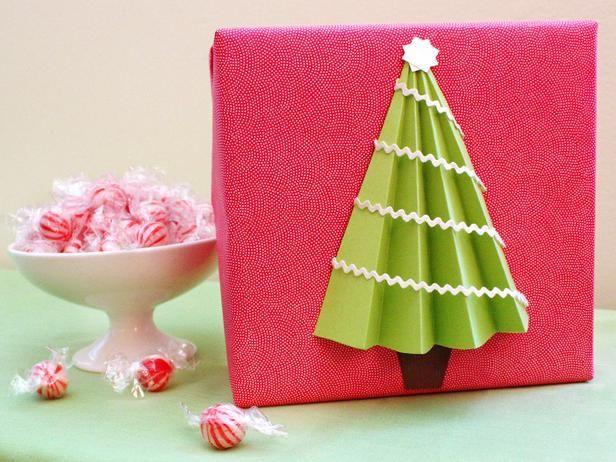 упаковка новогоднего подарка с елкой