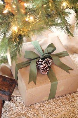 упаковка подарка шишками